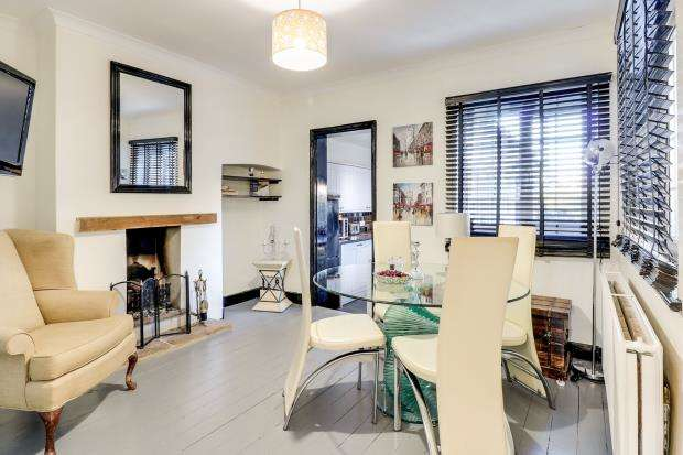 2 Bedrooms Semi Detached House for sale in Cobham, Surrey, .