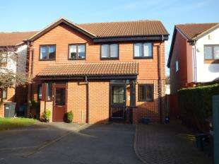 3 Bedrooms Semi Detached House for sale in Watlings Close, Shirley, Croydon, Surrey