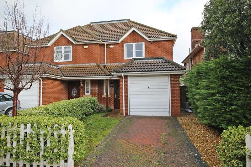 3 Bedrooms Semi Detached House for sale in Vincent Road, New Milton