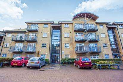 2 Bedrooms Flat for sale in Old Kenton Lane, Kingsbury, London