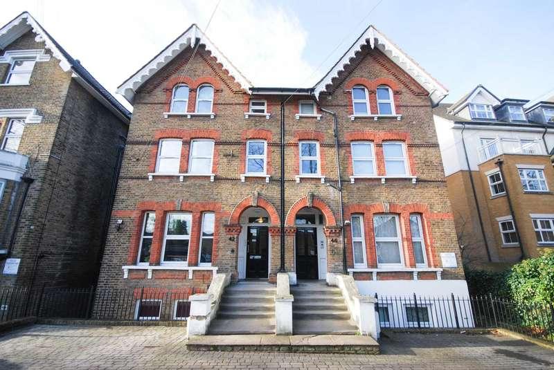 2 Bedrooms Flat for rent in High Road, Buckhurst Hill