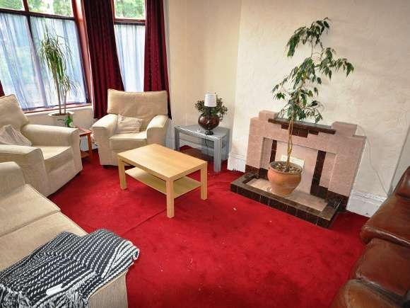 5 Bedrooms Semi Detached House for rent in Manley Road, Whalley Range, Manchester