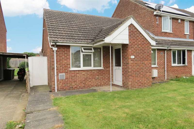 2 Bedrooms Semi Detached Bungalow for sale in Edmunds Road, Cranwell