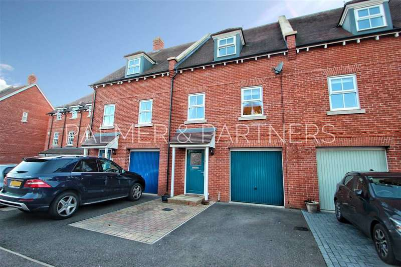 3 Bedrooms Town House for sale in Eltham Close, Colchester