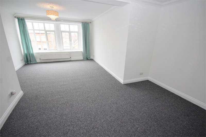 3 Bedrooms Flat for rent in Christchurch Road, Bournemouth, Dorset