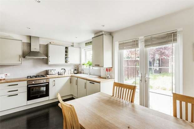 3 Bedrooms End Of Terrace House for sale in Pennyfield, COBHAM, Surrey
