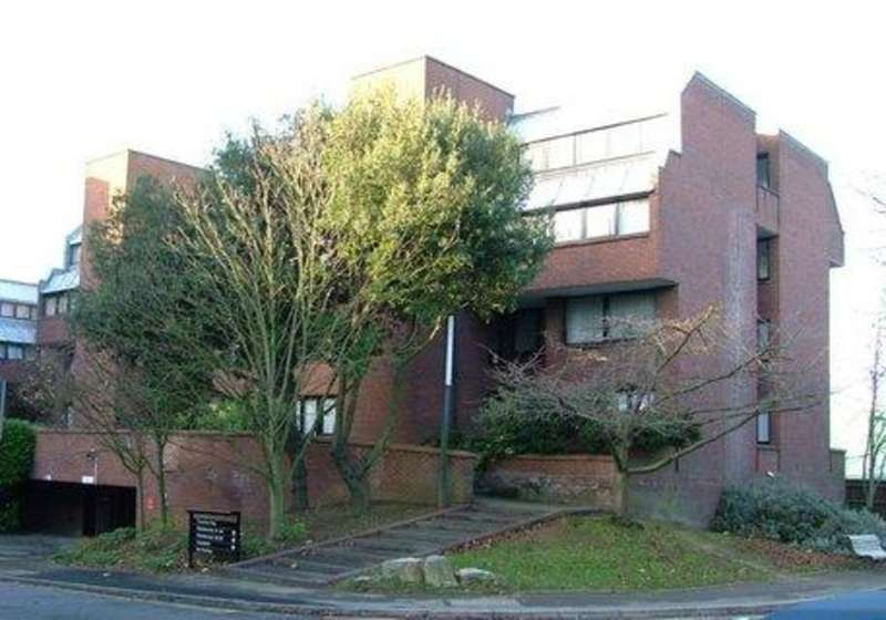 2 Bedrooms Maisonette Flat for sale in CHANDOS WAY, GOLDERS GREEN, LONDON, NW11