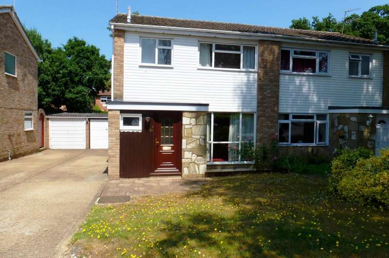 3 Bedrooms Semi Detached House for rent in Oakfields, Guildford
