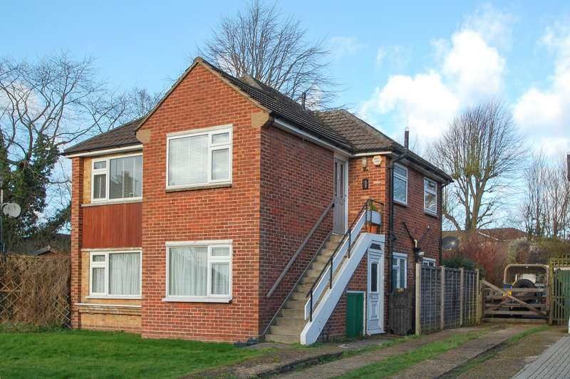 2 Bedrooms Maisonette Flat for sale in Sheepcote Gardens, Denham Green, Denham, UB9