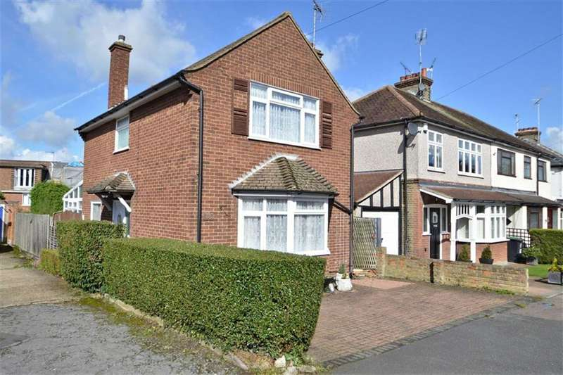3 Bedrooms Detached House for sale in Oak Road, Epping
