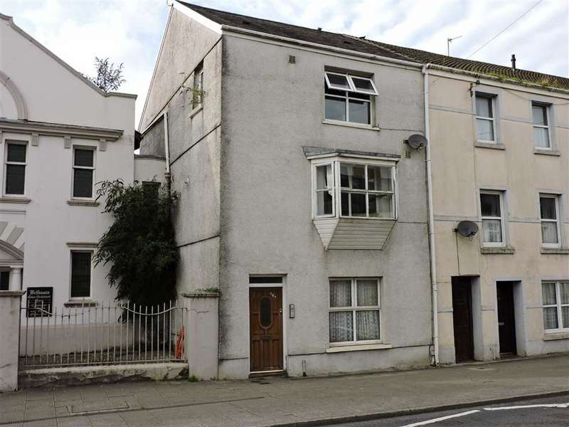 3 Bedrooms Property for sale in Priory Street, Carmarthen