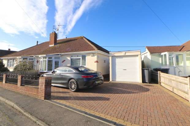 2 Bedrooms Bungalow for sale in West Close, Polegate, BN26
