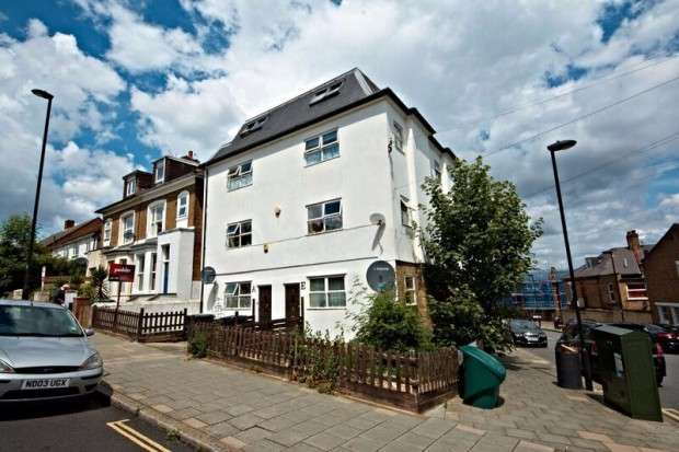 3 Bedrooms Flat for sale in Gipsy Road, West Norwood, SE27