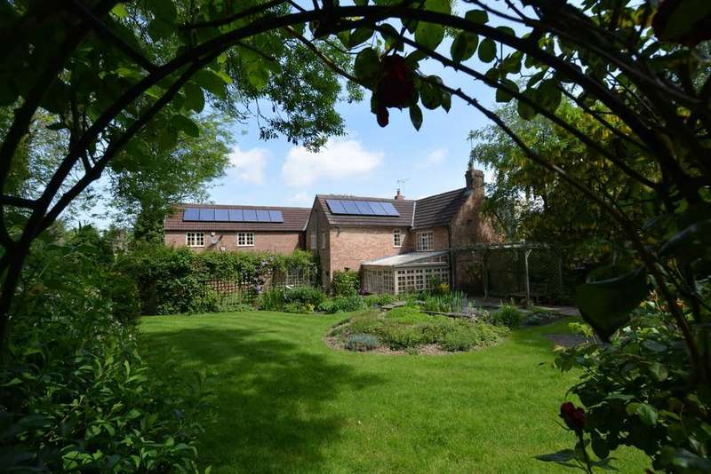 5 Bedrooms Detached House for sale in Chapel Lane, Coddington, Newark