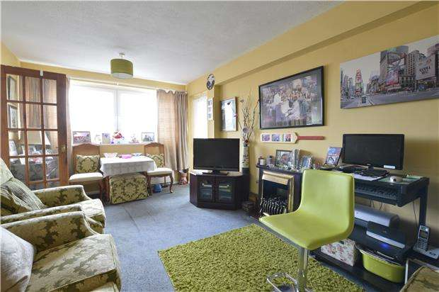 2 Bedrooms Flat for sale in Mount Pleasant Road, Hastings, TN34 3ST