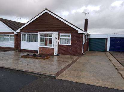 2 Bedrooms Bungalow for sale in Holland On Sea, Clacton On Sea, Essex