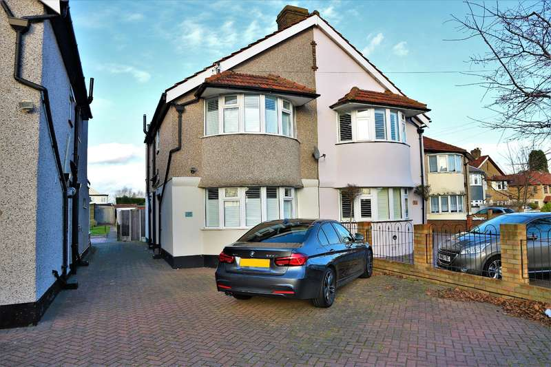 3 Bedrooms Semi Detached House for sale in Berwick Road, Welling, Kent, DA16 1RL
