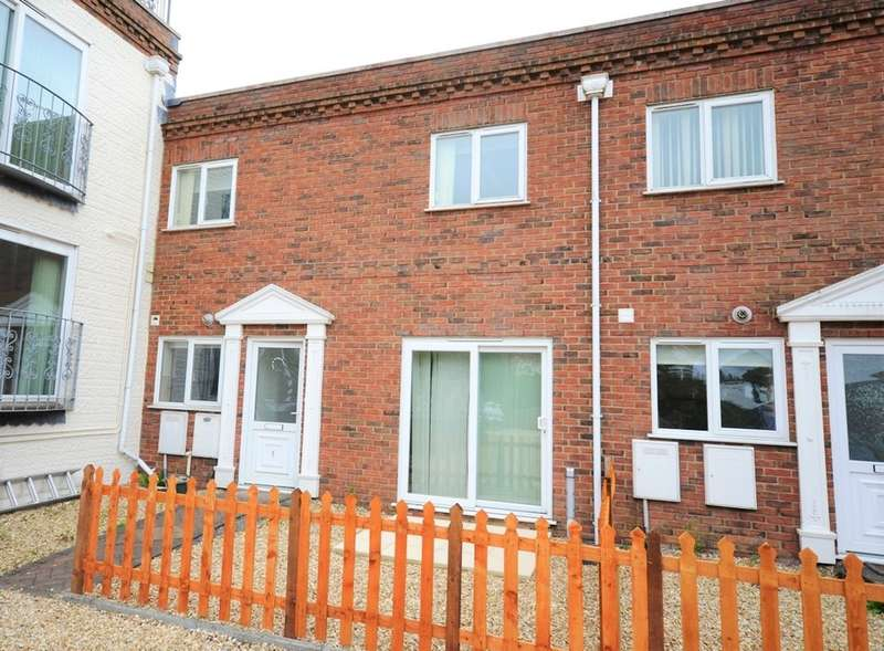 2 Bedrooms Mews House for rent in Lake Hill, Sandown