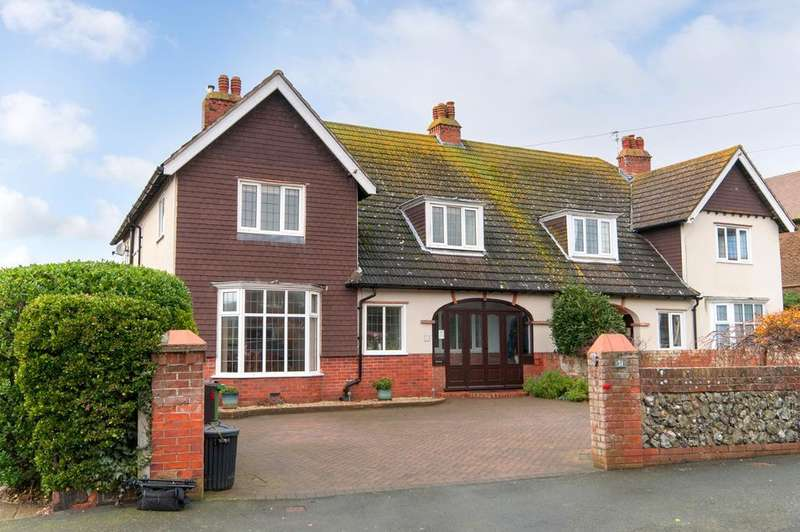 4 Bedrooms House for sale in Southdown Road, Seaford, BN25 4PE