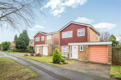 3 Bedrooms House for rent in High Beeches, Banstead