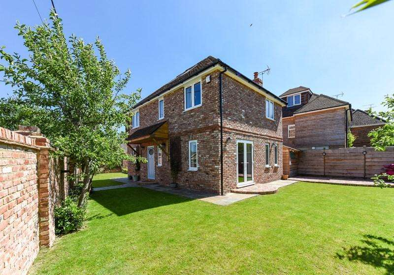 4 Bedrooms Detached House for sale in Croft Avenue, Andover