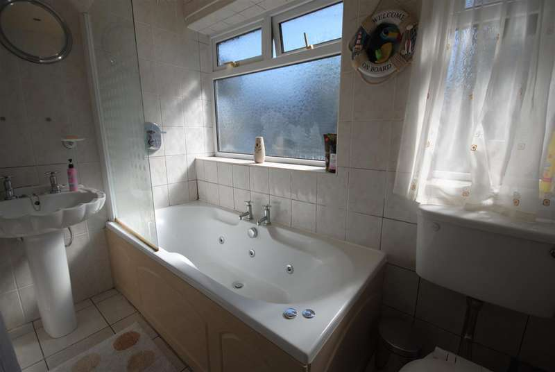 4 Bedrooms Semi Detached House for sale in Sandy Lane, Hindley, Wigan