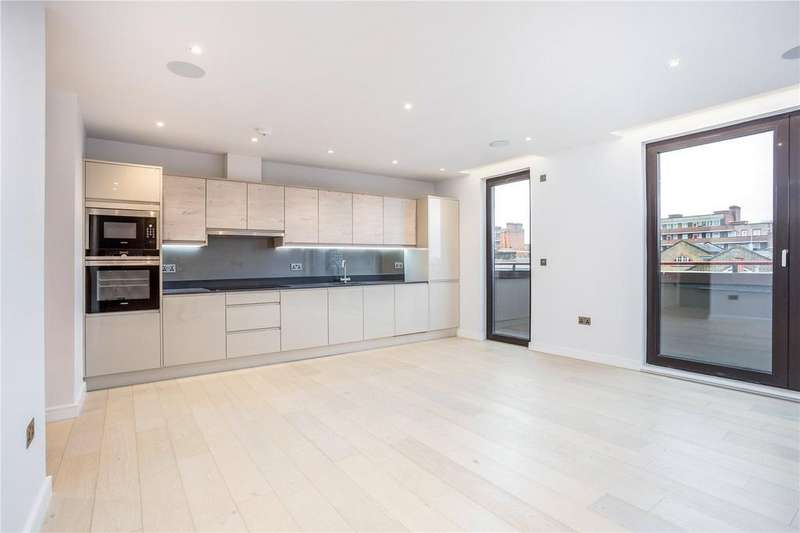 3 Bedrooms Maisonette Flat for sale in Leighton Road, Kentish Town, London, NW5