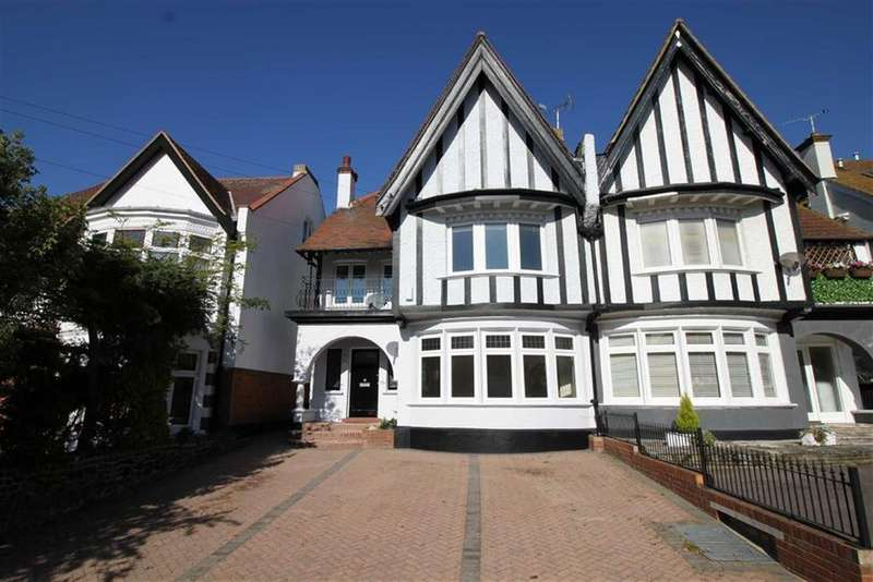 4 Bedrooms Apartment Flat for sale in Crowstone Avenue, Westcliff On Sea, Essex