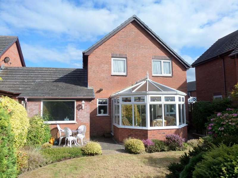 3 Bedrooms Link Detached House for sale in The Close, Penrhyn Bay, Llandudno