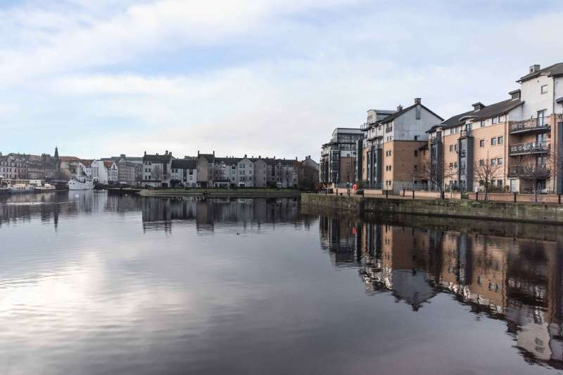 3 Bedrooms Flat for sale in Rennies Isle, The Shore, Edinburgh, EH6 6QA