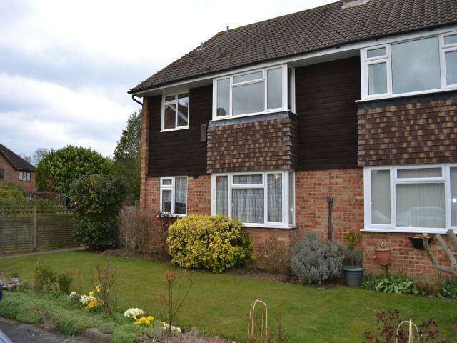 2 Bedrooms Flat for rent in Winchstone Close, Shepperton, Middlesex