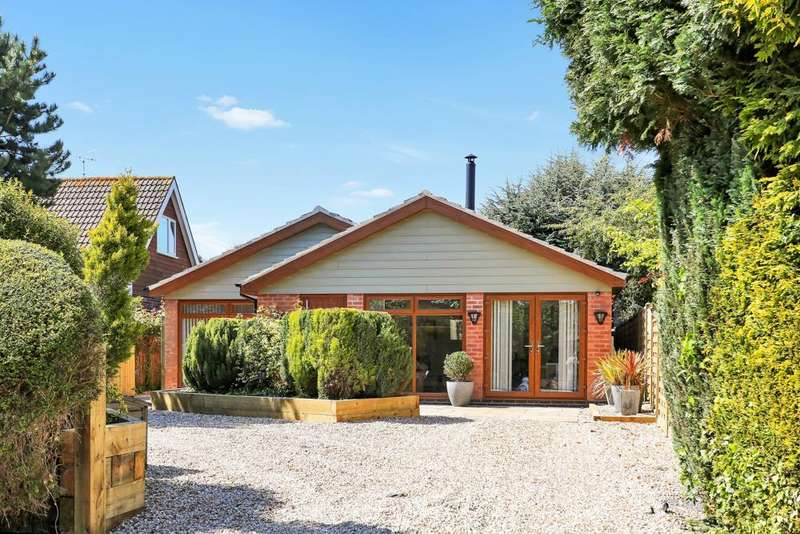 3 Bedrooms Detached Bungalow for sale in College Street, East Bridgford, Nottingham