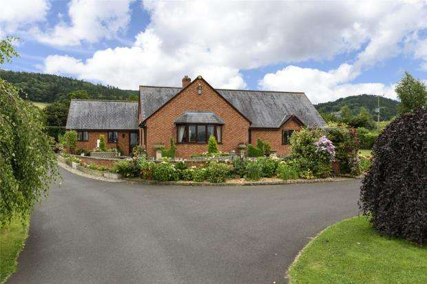 3 Bedrooms Detached Bungalow for sale in Nant Y Coed, Leighton, Welshpool, Powys