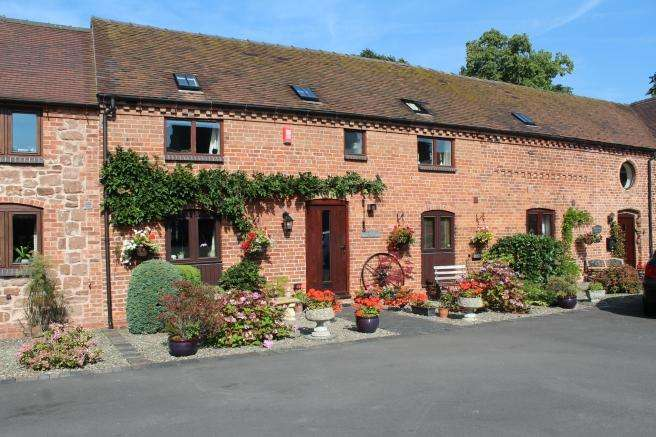 4 Bedrooms Barn Conversion Character Property for sale in Kingston Barn, Forton, Newport, Shropshire, TF10 8BY
