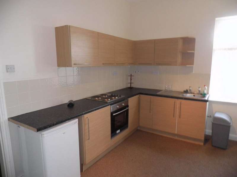 2 Bedrooms Flat for rent in Queen Street, WITHERNSEA, East Riding of Yorkshire
