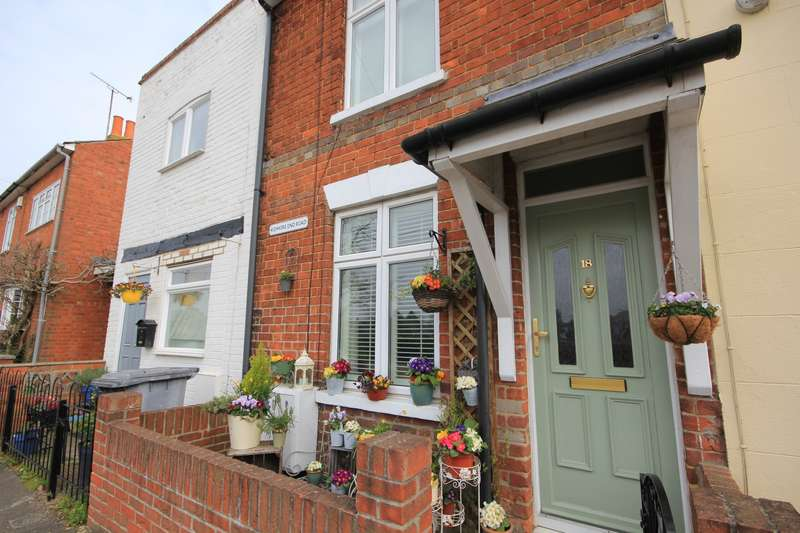 3 Bedrooms Terraced House for sale in Kidmore End Road, Emmer Green, Reading, RG4