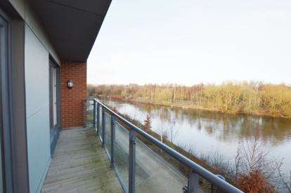2 Bedrooms Flat for sale in Aire Quay, Hunslet, Leeds, West Yorkshire
