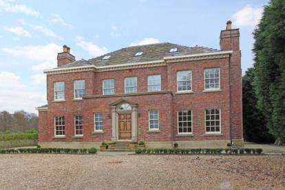 6 Bedrooms Detached House for sale in The Village, Prestbury, Macclesfield, Cheshire