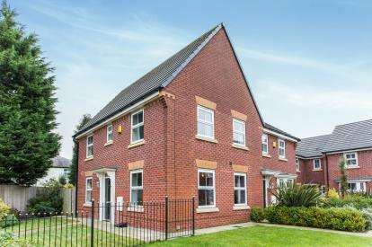 3 Bedrooms Semi Detached House for sale in Laurel Avenue, Newton-Le-Willows, Merseyside