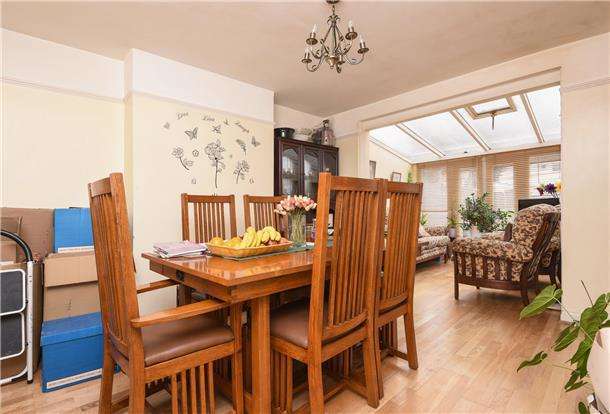 3 Bedrooms End Of Terrace House for sale in Fern Avenue, MITCHAM, Surrey, CR4