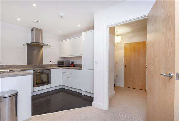 1 Bedroom Flat for sale in Justin Plaza, London Road, Mitcham, Surrey, CR4