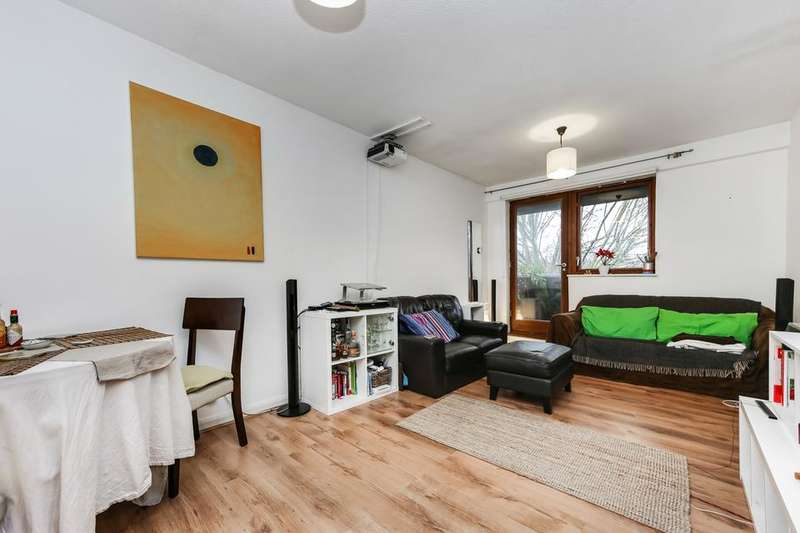 2 Bedrooms Flat for sale in St Mary Graces Court, Cartwright Street, London E1