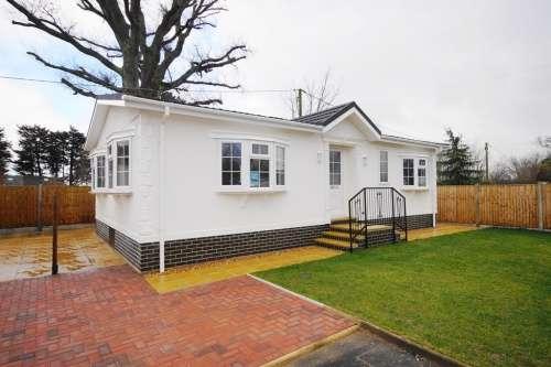 2 Bedrooms Park Home Mobile Home for sale in Slepe Park, Dorchester Road, Slepe, Poole, Dorset
