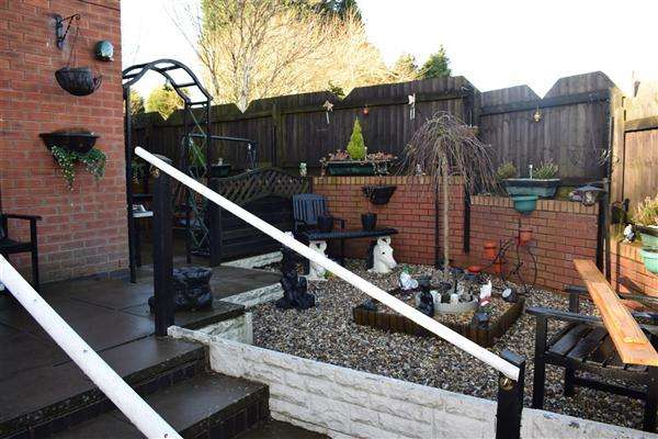 2 Bedrooms Terraced House for sale in Clarence Street, Upper Gornal, Dudley