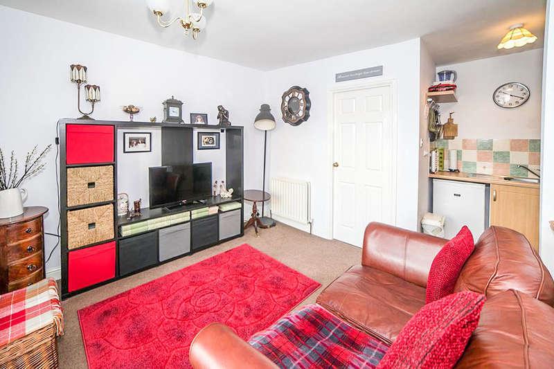 1 Bedroom Flat for sale in Upper Flat Dale Street, Crawcrook, NE40