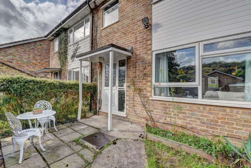 3 Bedrooms Terraced House for sale in Marlow Bottom