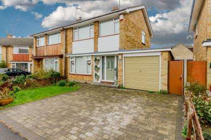 3 Bedrooms Semi Detached House for sale in Leigh On Sea, Essex