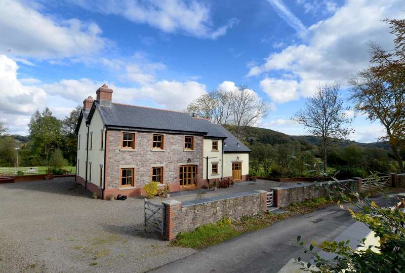4 Bedrooms Detached House for sale in Glantwrch Farm