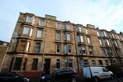 2 Bedrooms Flat for sale in Clincart Road, Glasgow, Lanarkshire
