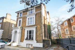 3 Bedrooms Flat for sale in The Waldrons, Croydon